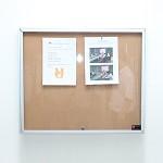 中佳(ZHONGJIA)  新款带锁多用型橱窗栏宣传栏告示栏 插针软木板款 A4*6 80*70cm